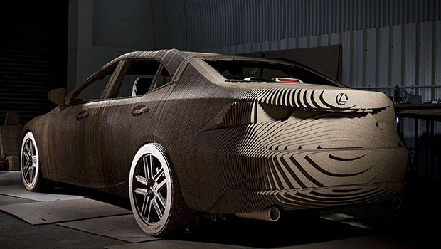 la voiture en carton de lexus sur les routes. Black Bedroom Furniture Sets. Home Design Ideas